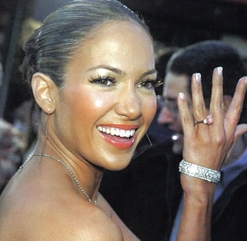 Did J Lo give her ring back?